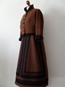 LOLA PRUSAC FRANCE . M . CHeSTNuT CHaRM . HaND eMBRoiDeReD . SKiRT