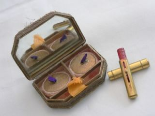 Antique French Lace Makeup Box Compact Powder Rouge Lipstick Applied