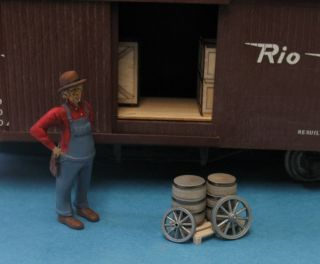Wagon Wheels Barrels Pallet G Scale Assembled