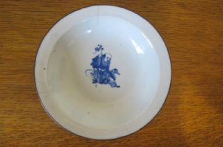 ANTIQUE CHINESE PORCELAIN SHALLOW FOOTED BOWL WITH HANDPAINTED
