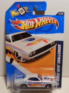 Hot Wheels 2012 174 HW Racing 70 Dodge Hemi Challenger White w MC5S