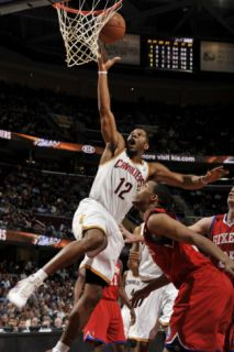 Philadelphia 76ers v Cleveland Cavaliers: Joey Graham and Evan Turner Photographic Print by David Liam Kyle