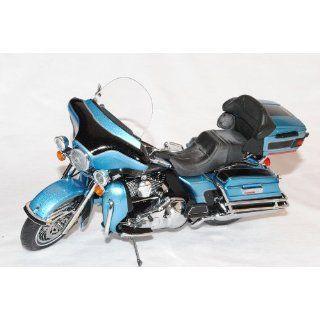 Harley Davidson 2011 FLHTCU Ultra Classic Electra Glide Cool Blau