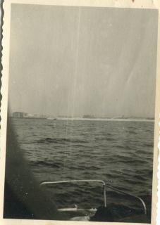 Orig.Foto Schiff Hafeneinfahrt Swinemünde WW2