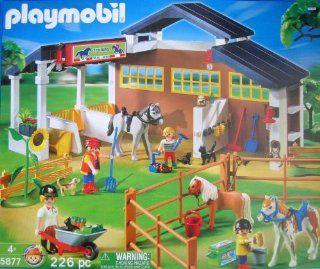 Playmobil 5877 Horse Playset 226 Pc.: Toys & Games