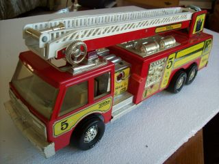 Toy Tonka Classic Red Fire Engine Truck w Long Ladder Water Cannon